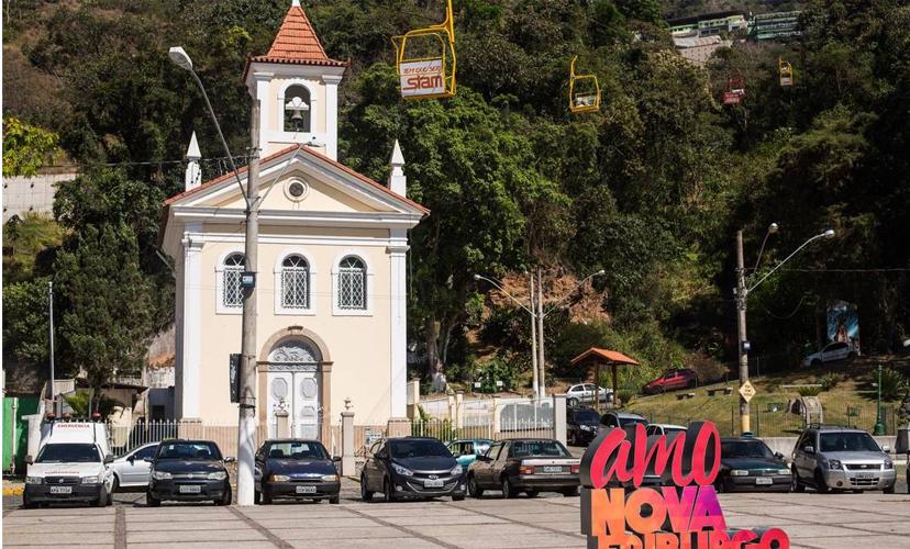Praça do Suspiro: Igreja de Santo Antônio: Nova Friburgo